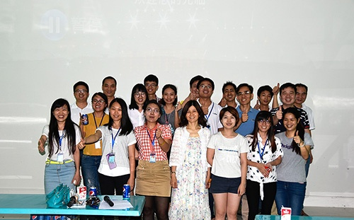 group photo of LINX foreign trade department